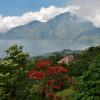 Indonesien – ein Land der Insel, Tempel, satter Farben und bunter Zeremonien.